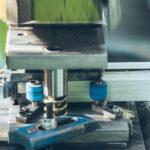 Comment pratique-t-on l'extrusion d'aluminium ?